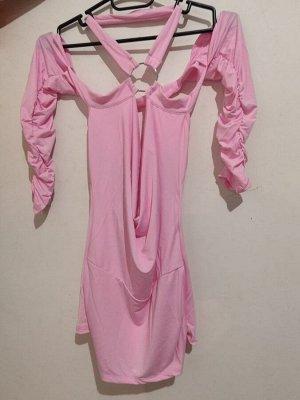 Платье Спинка на половину открыта, короткое. Розовый