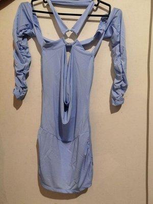 Платье Спинка на половину открыта, короткое. Голубой