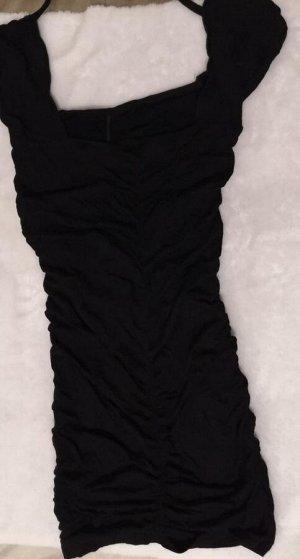 Платье Вполне себе приличное платьице-резинка. Короткое платье. Чёрный. Если фигура без нареканий, то можно и под ботфорты носить, уверенным девушкам)))