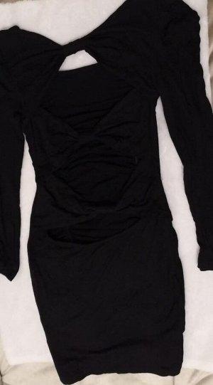 Платье Короткое платье-резинка с длинным рукавом. Черный.