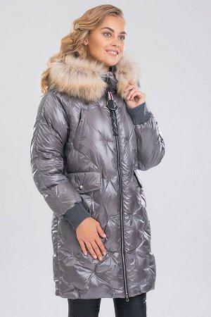 Серый Благодаря необычной стежке такое пальто  смотрится мягким и пушистым. Крайне тяжело отказаться зимой от верхней одежды с отделкой из меха. Съемный искусственный мех красиво обрамляет лицо и защи