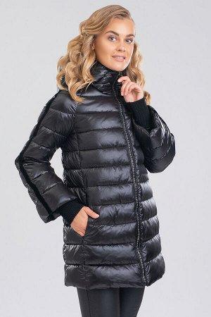 Черный Уют, свобода движений и теплоизоляция — это базовые требования к зимним видам одежды. Укороченное пальто создает достаточно пространства для свободы движений, идеально подходит под городской ст