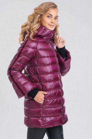Вишневый Уют, свобода движений и теплоизоляция — это базовые требования к зимним видам одежды. Укороченное пальто создает достаточно пространства для свободы движений, идеально подходит под городской
