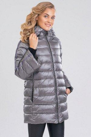 Серый Уют, свобода движений и теплоизоляция — это базовые требования к зимним видам одежды. Укороченное пальто создает достаточно пространства для свободы движений, идеально подходит под городской сти