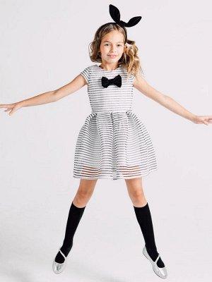 """Платье ткань 1 - Хлопок 100%, ткань 2 - ПЭ 100%. Нарядное платье из ткани в белую полоску с элементами сетки черного цвета, с коротким рукавом """"крылышко"""". Модель украшена чёрным бантом по центру груди"""