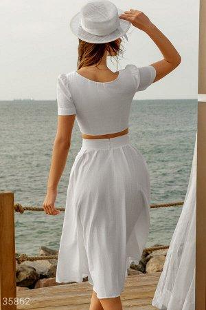 Женственный льняной костюм белого цвета