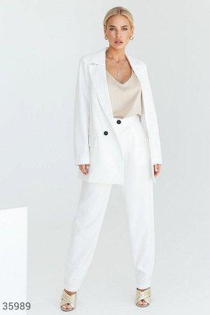 Стильный белый костюм с брюками