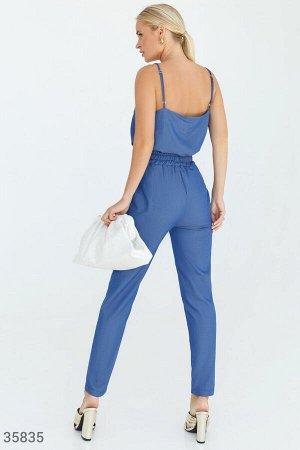 Элегантный синий костюм с открытым топом