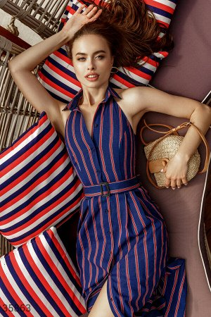 Полосатое платье с оригинальным кроем