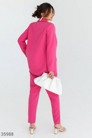 Яркий малиновый костюм с брюками