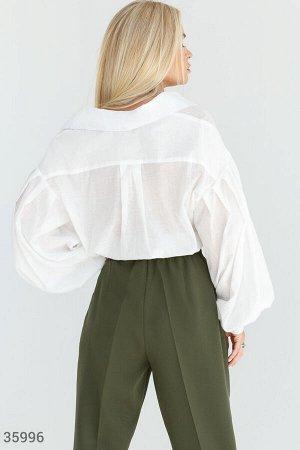Белая удлиненная рубашка свободного кроя