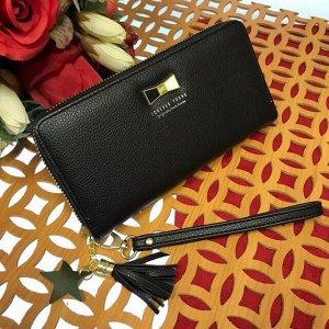 Полноразмерный женский кошелек For You из матовой эко-кожи чёрного цвета.