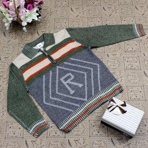 Рост 122-130. Стильная детская кофта Relevise травянистого цвета с белыми переходами.