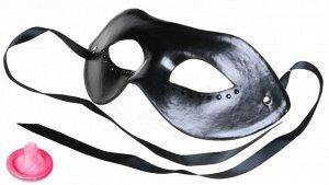 Кожаная маска на глаза со стразами