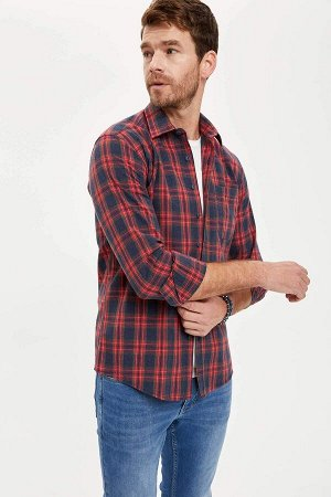 рубашка Размеры модели: рост: 1,88 грудь: 106 талия: 85 бедра: 99 Надет размер: M  Полиэстер 50%, Хлопок 50%