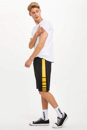 шорты Размеры модели: рост: 1,89 грудь: 95 талия: 82 бедра: 89 Надет размер: M  Вискоз 2%, Хлопок 28%, Полиэстер 70%