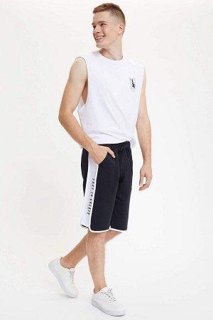 шорты Размеры модели: рост: 1,89 грудь: 95 талия: 82 бедра: 89 Надет размер: M Elastan 6%, Полиэстер 16%, Хлопок 78%