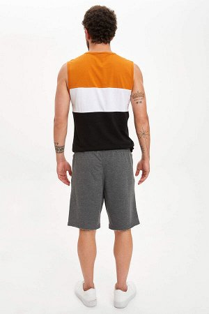 шорты Размеры модели: рост: 1,83 грудь: 98 талия: 82 бедра: 96 Надет размер: M  Хлопок 50%, Полиэстер 50%