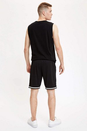 шорты Размеры модели: рост: 1,86 грудь: 96 талия: 82 бедра: 97 Надет размер: L  Полиэстер 100%