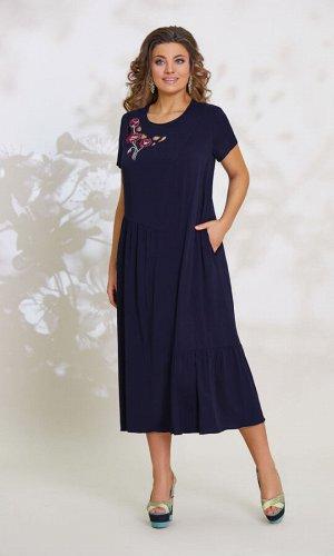 Платье Платье Vittoria Queen 12253  Состав ткани: Вискоза-100%;  Рост: 164 см.  Платье женское А-образного силуэта. По переду имеются ассиметричные горизонтальные и вертикальные подрезы, нагрудная вы