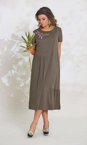 Платье Платье Vittoria Queen 12253/1  Состав ткани: Вискоза-100%;  Рост: 164 см.  Платье женское А-образного силуэта. По переду имеются ассиметричные горизонтальные и вертикальные подрезы, нагрудная
