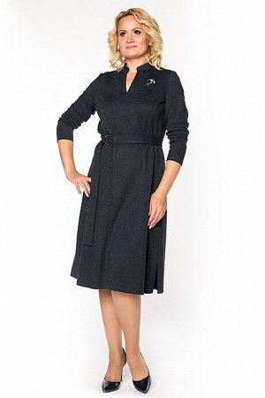 Платье Платье  Состав: Состав:  80% тесил; 14% шерсть; 6% эластан Описание модели:  Платье полуприлегающего силуэта из облегченного шерстяного трикотажа. Синий цвет, легкий меланж. Брошь (в ассортиме