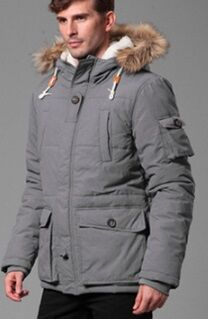 Утепленная куртка с меховой опушкой на капюшоне