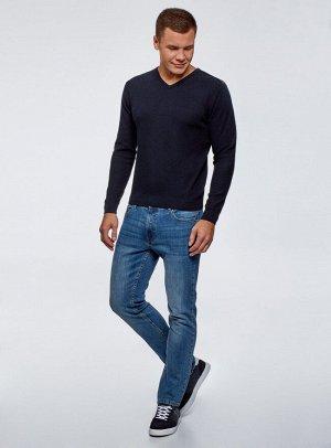 Пуловер прямого силуэта с V-образным вырезом
