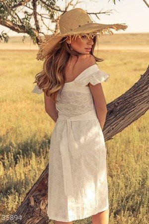Белый сарафан с вышивкой