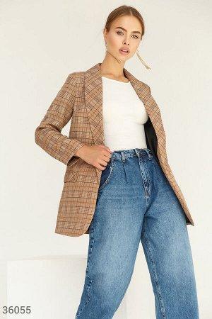 Стильный клетчатый пиджак