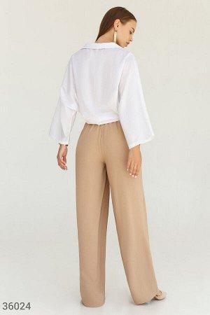 Бежевые брюки с защипами