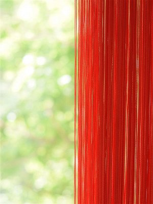 Красная штора нити