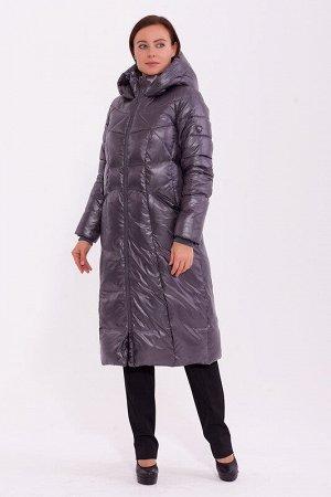 Пальто Состав: Полиэстер 56%, Нейлон 44%.  Цвет: Серый.   Подробнее: Длинное теплое пальто с интересными линиями стежки. Модель дополнена поясом на резинке с декоративной пряжкой. Центральная застежка