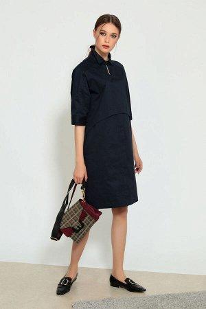 Платье Платье Divina 1.539-2  Состав ткани: ПЭ-28%; Спандекс-2%; Хлопок-70%;  Рост: 164 см.  Платье тёмно-синего цвета прямого силуэта из комфортного хлопкового полотна. Универсальная и стильная моде