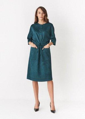 Платье ПОЛИЭСТЕР - 60%, ВИСКОЗА - 30%, ЛАЙКРА - 10% Платье выполнено из экозамши, заниженная пройма, рукав 3/4, кулиска на талии, два кармана, застежка планка на пуговицах.