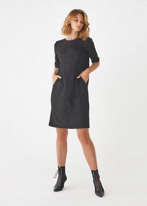 Платье ПОЛИЭСТЕР - 60%, ВИСКОЗА - 30%, ЛАЙКРА - 10% Платье выполнено из экозамши, заниженная пройма, рукав 3/4, два кармана.