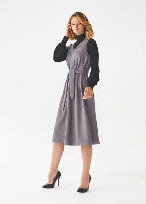Платье ПОЛИЭСТЕР - 60%, ВИСКОЗА - 30%, ЛАЙКРА - 10% Платье без рукавов, выполнено из экозамши. Детали: V-образный вырез горловины, с застежкой на замок спереди, прилагается пояс в тон.