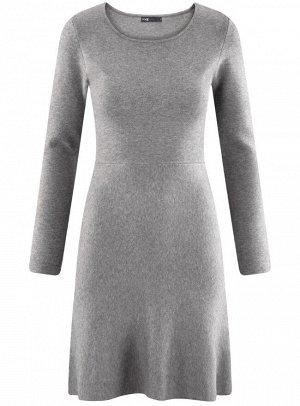 Платье вязаное с расклешенным низом