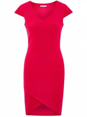 Платье с V-образным вырезом и асимметричным низом