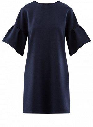 Платье прямого силуэта с воланами на рукавах