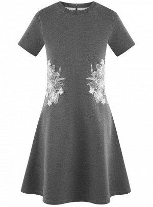 Платье приталенного силуэта на молнии