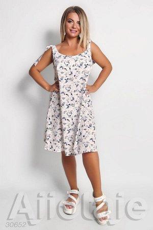 Белое платье свободного силуэта в цветочный принт