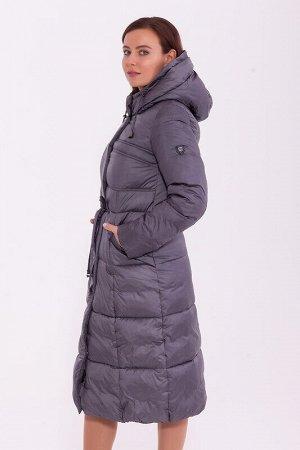 Пальто Описание: Длинное зимнее пальто приталенного силуэта, слегка расклешенное к низу. Подрез по талии с тонким пояском – кулиской. Наклонные карманы на молнии. Капюшон на шнурке- кулиске. Центральн