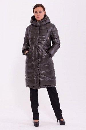 Пальто Описание: Стильное зимнее пальто длиной ниже колена. Скрытая молния и потайные кнопки. Модельная особенность -слегка приспущенный рукавстежка по переду в форме расходящихся лучей, два кармана н