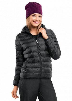 Куртка Описание: Ультралегкая стёганая куртка с капюшоном из тонкого быстросохнущего материала. Для более плотного прилегания по низу изделия и на рукавах предусмотрена окантовка на резинке. По бокам
