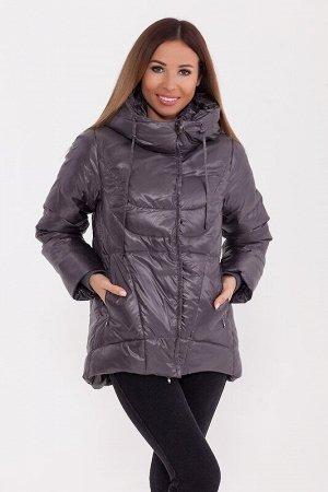 Куртка Описание: Укороченная тёплая куртка с капюшоном в спортивном стиле. Асимметричный низ куртки делает её оригинальной. Куртка дополнена прорезными карманами и трикотажными манжетами. Цвет: Серый.
