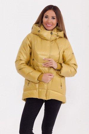 Куртка Описание: Укороченная тёплая куртка с капюшоном в спортивном стиле. Асимметричный низ куртки делает её оригинальной. Куртка дополнена прорезными карманами и трикотажными манжетами. Цвет: Горчич