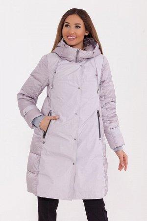 Пальто Описание: Интересное стеганое пальто средней длины с декоративными бортами на кнопках по переду изделия. Центральная застежка на молнию. Удобный капюшон на кулиске. Цвет: Серо-сиреневый.  Соста