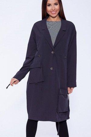 Плащ Описание: Модный плащ в стиле оверсайз с ассиметричными карманами. Застежка на 2 пуговицы, спущенный рукав, классический английский воротник и встречная складка по среднему шву спинки делают плащ