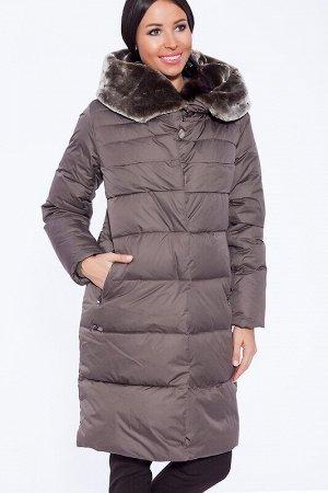 Пуховик Описание: Изюминкой и главным декором пальто является объемный воротник-капюшон. С ним можно поэкспериментировать, укладывая каждый день по-новому.Пальто имеет горизонтальную отстрочку. В каче